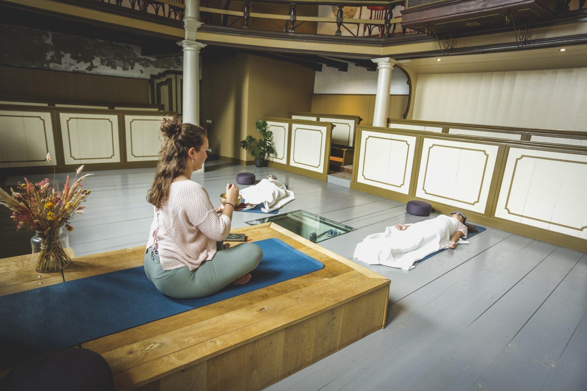 Hoe iRest yoga nidra je kan helpen intuïtief eten, met Rebecca