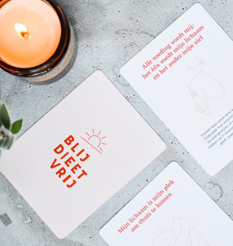 Hier vind je het Blij Dieetvrij carddeck. Een kaartendek in het teken van body positivity en het bouwen aan een gezonde relatie met jouw lijf én met eten.